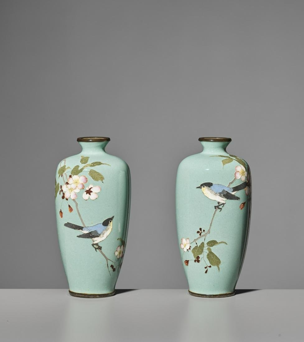 ADACHI KINJIRO: A PAIR OF SMALL CLOISONNÉ VASES