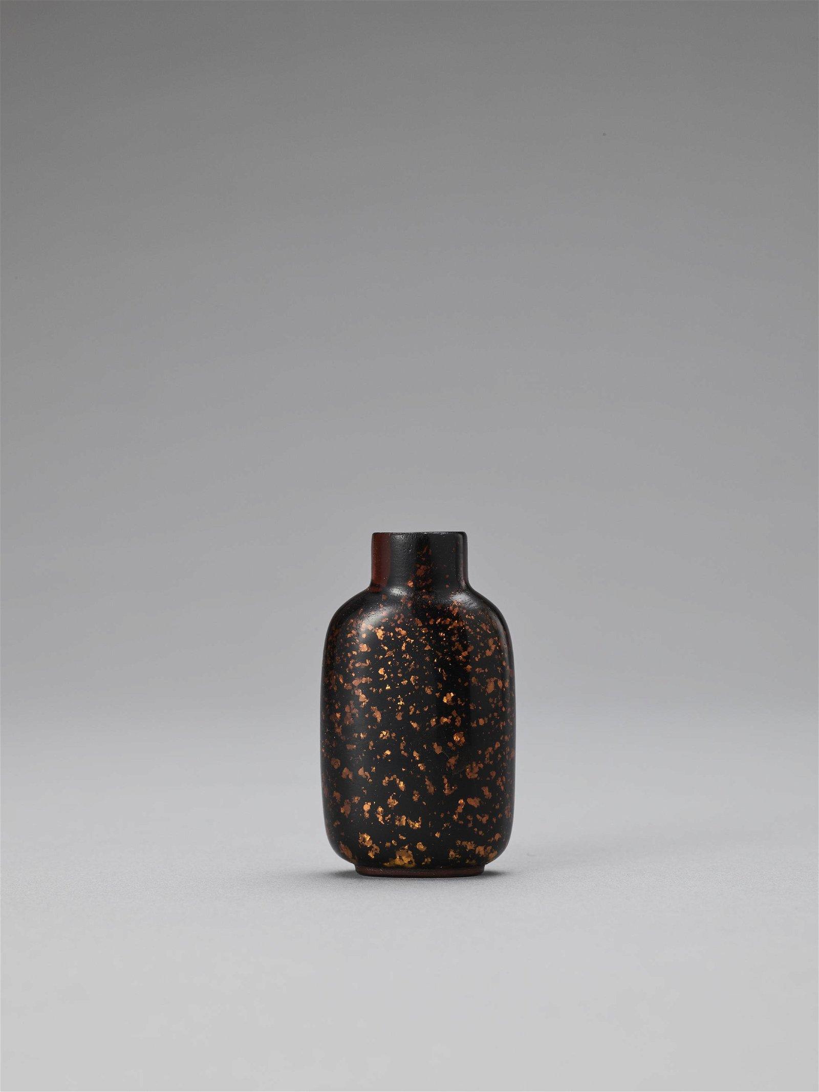 GOLD-SPECKLED AMBER AVENTURINE GLASS SNUFF BOTTLE
