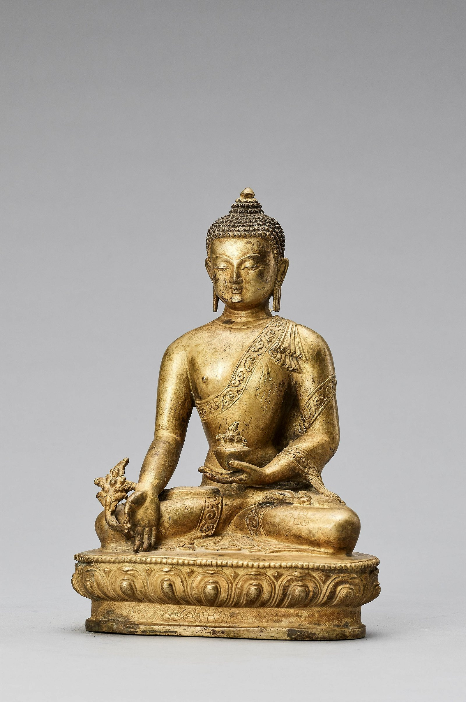 A SINO-TIBETAN GILT BRONZE FIGURE OF BUDDHA