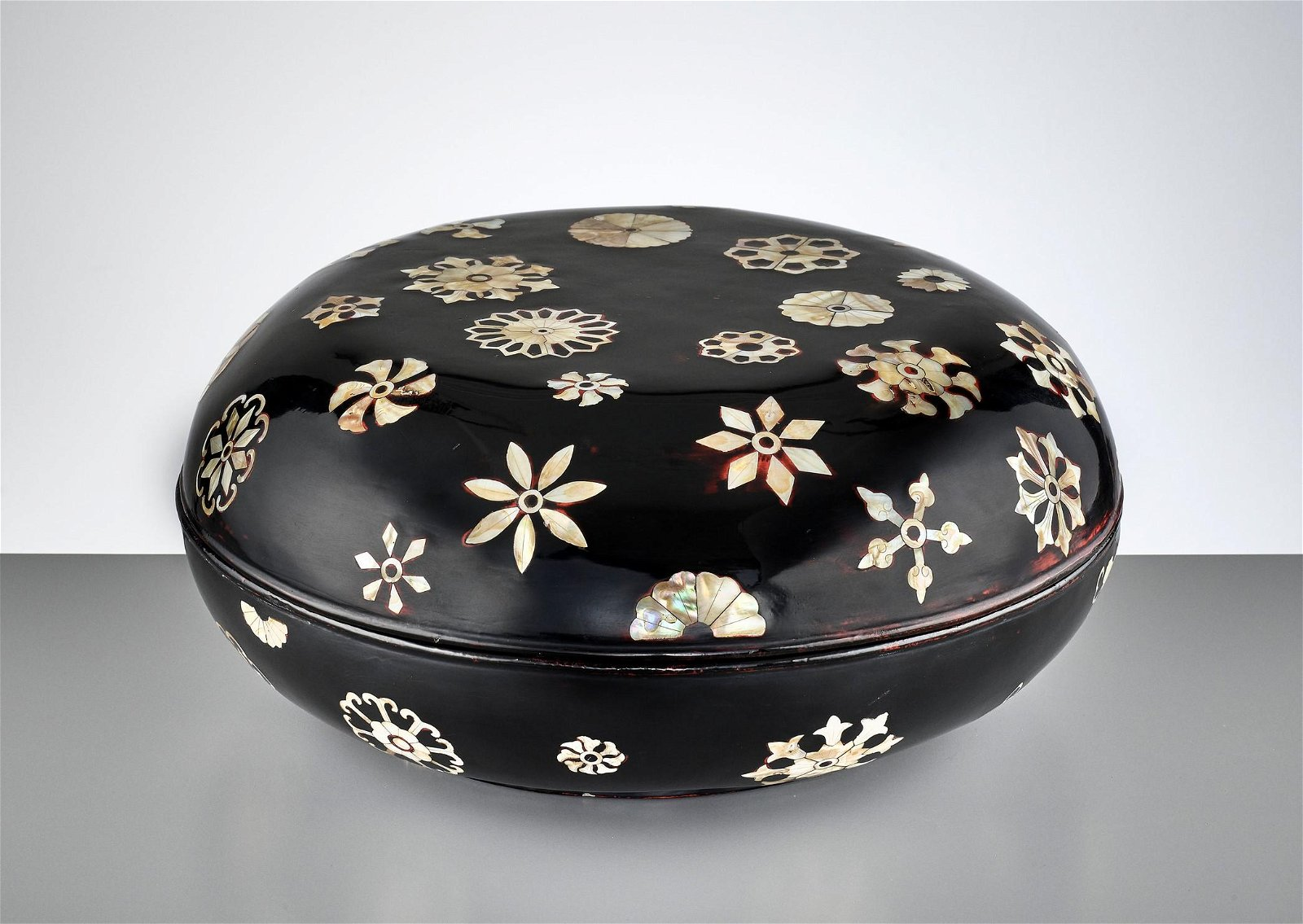 A MOTHER-OF-PEARL-INLAID LACQUER BOX