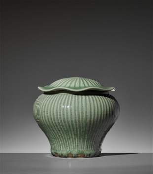 A LONGQUAN CELADON JAR AND 'LOTUS' COVER, 14TH-15TH