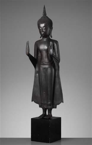 A LARGE THAI BRONZE FIGURE OF BUDDHA, AYUTTHAYA KINGDOM