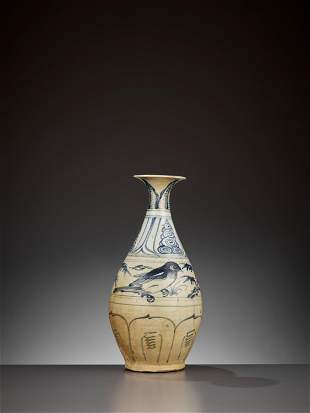 A BLUE AND WHITE BOTTLE, BINH TY BA, LE DYNASTY