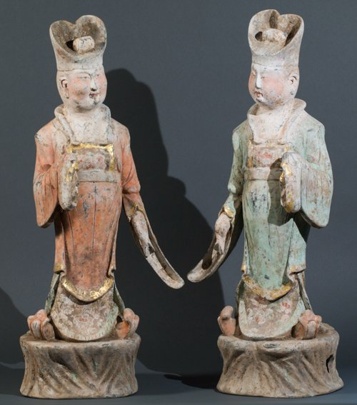PAIR OF STANDING DIGNITAIRIES FROM THE IMPERIAL COURT