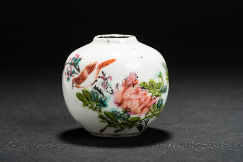 SMALL SPHERICAL VESSEL WITH BLOSSOMS AND BIRD