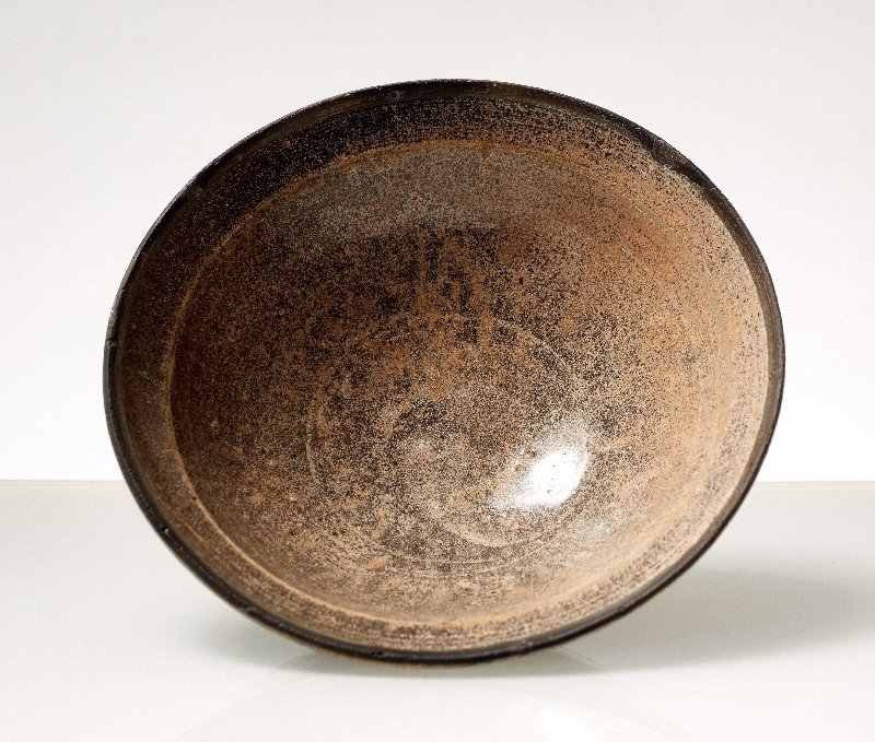 DEEP BOWL WITH GREY GLAZE