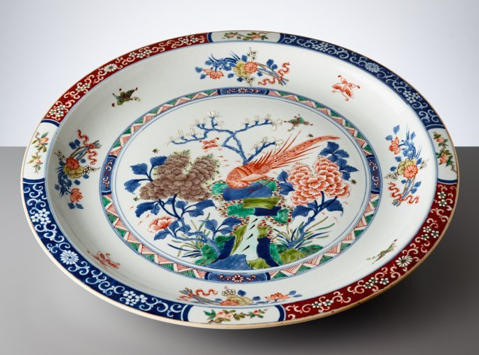 LARGE PLATE WITH EXOTIC BIRD