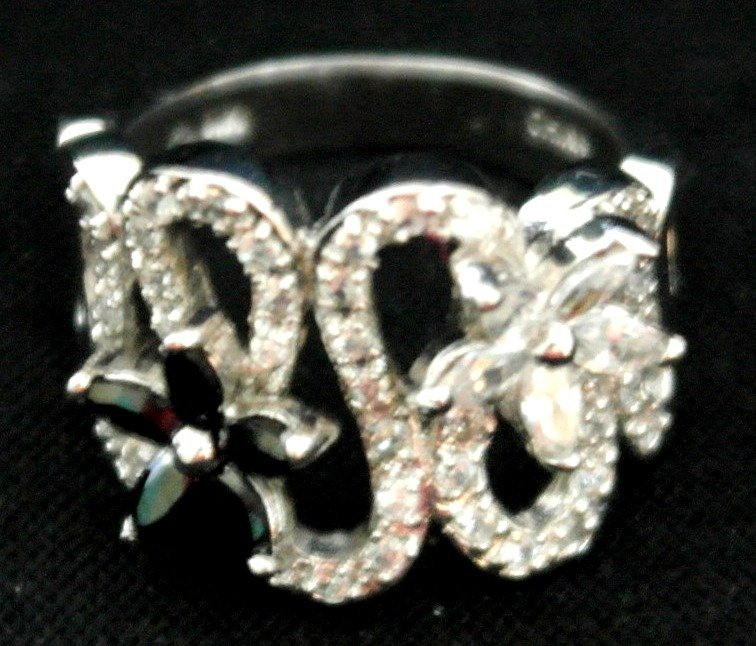 .925 Sterling Silver Black and White Flower Ring