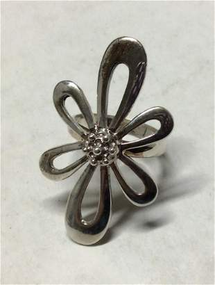 .925 Sterling Silver Flower Ladies Ring - Size 8