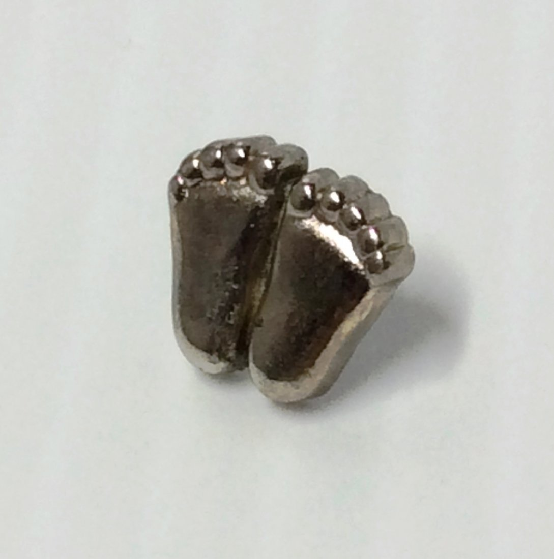 1979 V Evers Silver Tone Baby Feet Pin