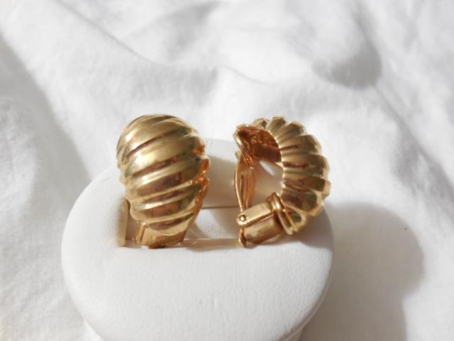 14K YG Tiffany Shell Earrings