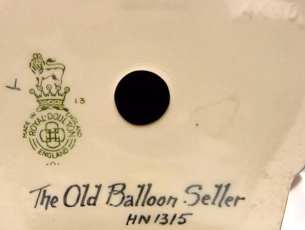 1046: Royal Doulton The Old Balloon Seller Figurine HN - 3