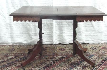 13: Victorian Pedestal Coffee Table With 2 Leaves