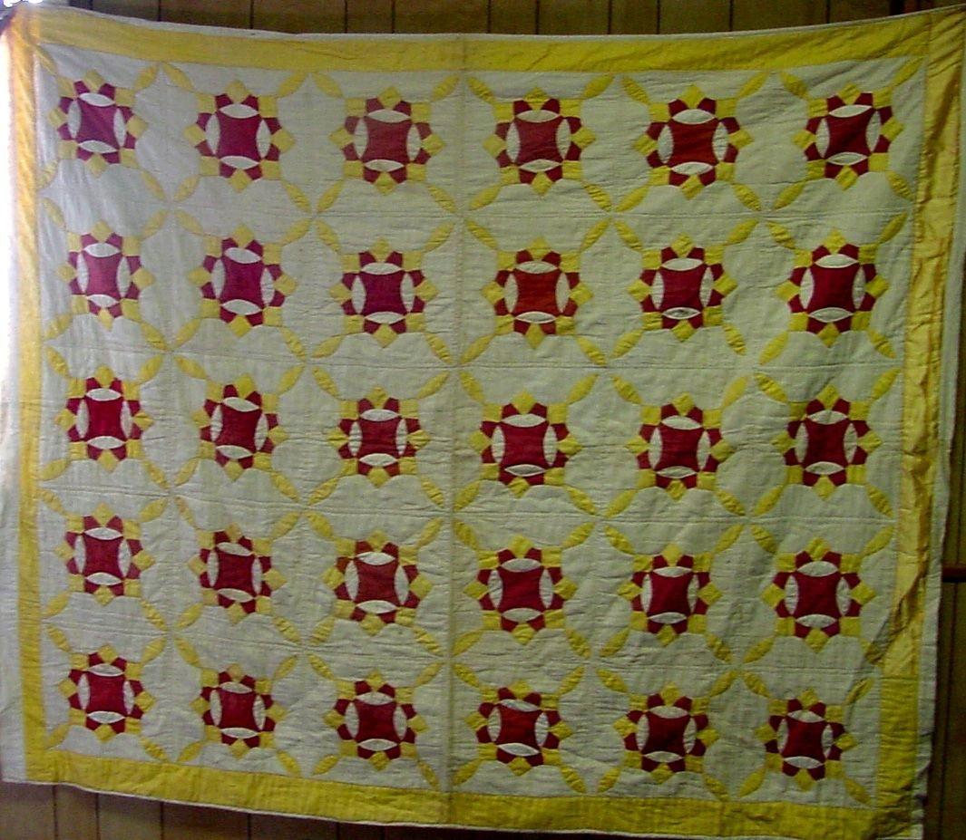 Penn 1900 Red, White & Gold Quilt - 4