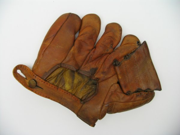 "20: Joe ""Ducky"" Medwick Mdl Baseball Glove c.1930"