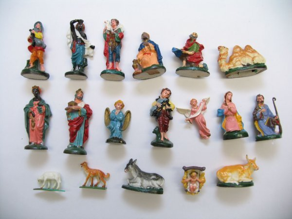 1012: (18) Piece Plastic Nativity Set