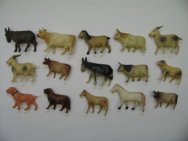 """1020: (15) Domestic Celluloid Animals, 2""""H Avg"""