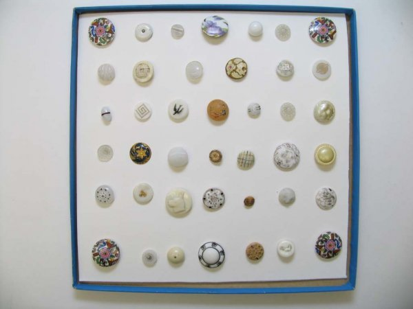 4002: 41 Buttons, Miscellaneous Materials