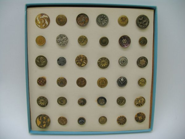 4007: 36 Small and Medium Picture Buttons, Metal