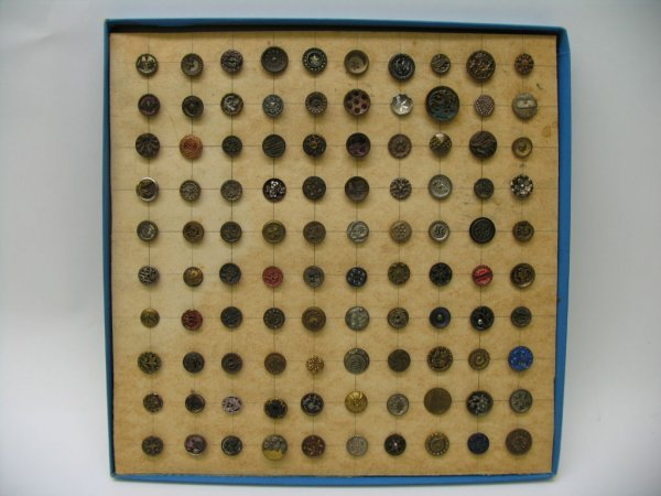 4008: 100 Small Buttons, Metal