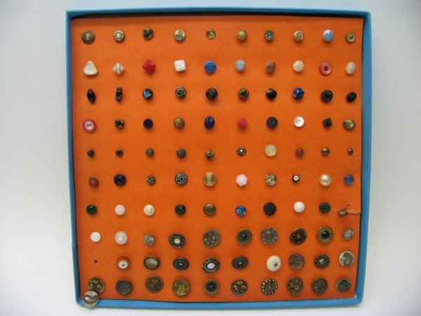 4010: 100 Buttons, Misc. Materials, Most Very Small,
