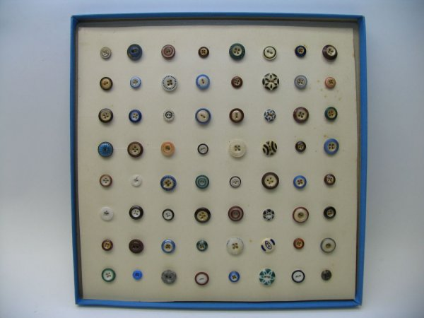 4015: 64 Buttons, Small Chinas