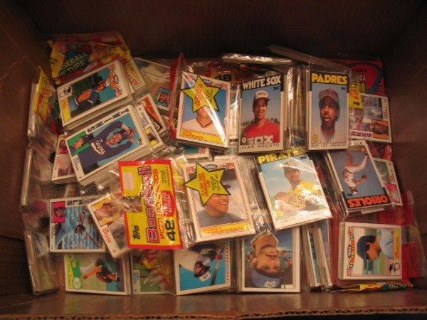 1371: (20+) Assorted Topps Baseball Rack Packs
