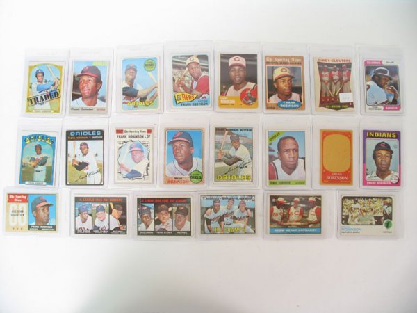 2166: Frank Robinson Vintage Baseball Cards