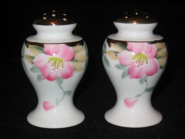5004: Noritake Azalea Boulbous Salt & Pepper Shakers 2-