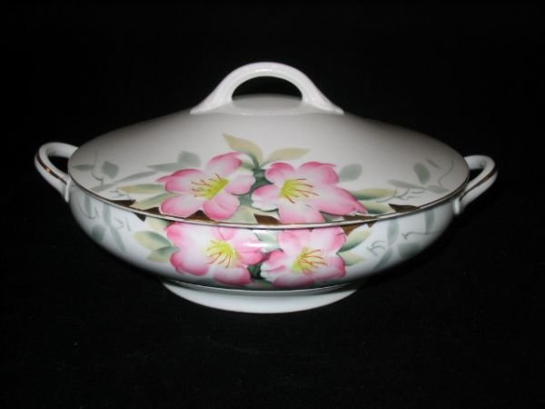 5024: Noritake Azalea Covered Casserole w/Graceful Hand