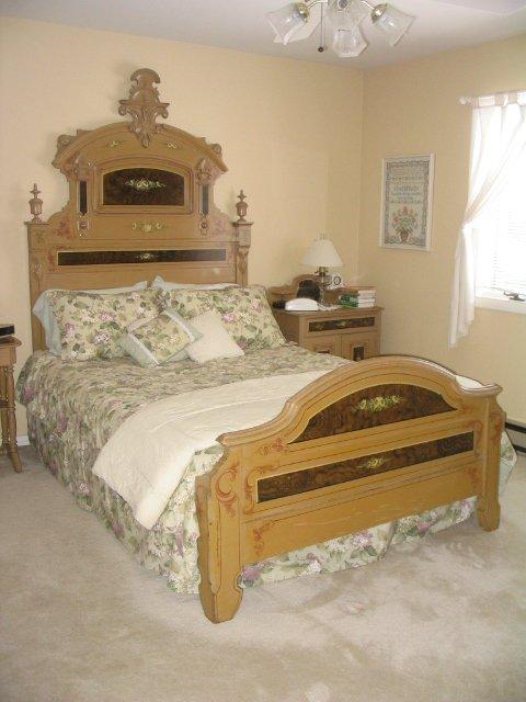 4225: 8 Piece Victorian Cottage Bedroom Suit