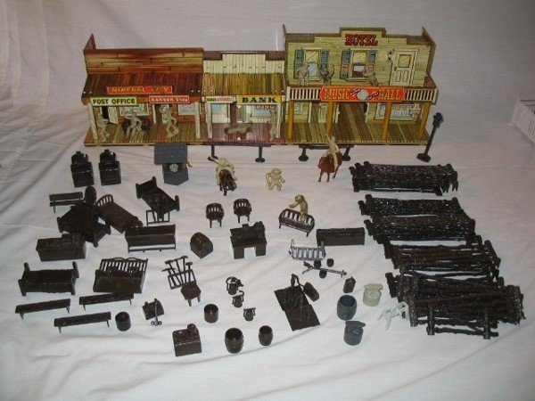 3004: Tin Litho Roy Rogers Mineral City Toy Set by Marx