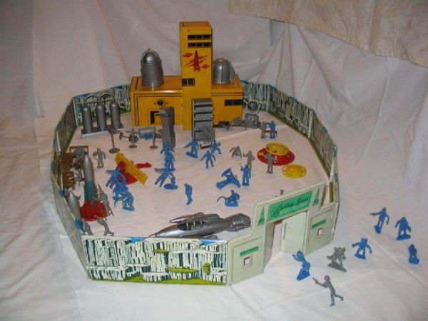 3008: Tin Litho Captain Space Solar Toy Set by Marx