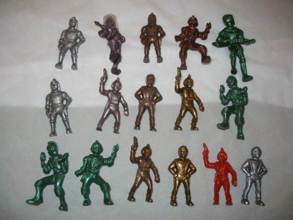 3010: (16) 1950's Plastic Space Men