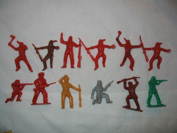 3017: 1950's Plastic Indians & Frontiersmen Toy Figures