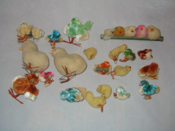 3024: Lot of 1950's Fuzzy Chicken Toy Figures