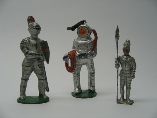 2327: Two Knights & Manoil Deep Sea Diver Toys