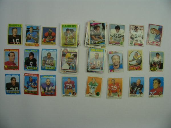 4023: Football Cards Lot 100+ Vintage, HOF'er, Star & R