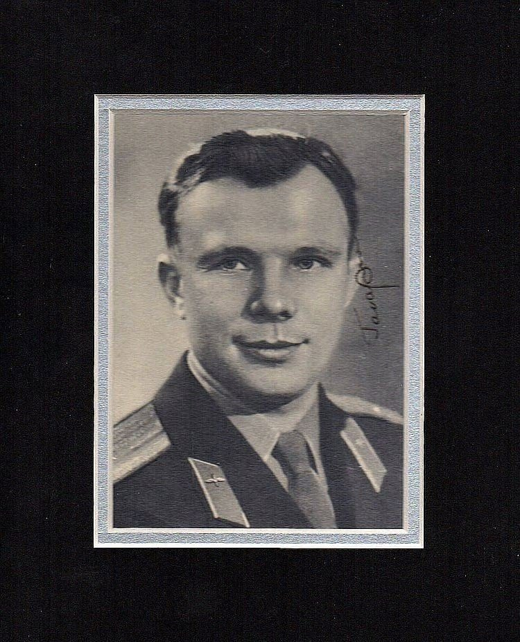 YURI GAGARIN SIGNED PHOTO.