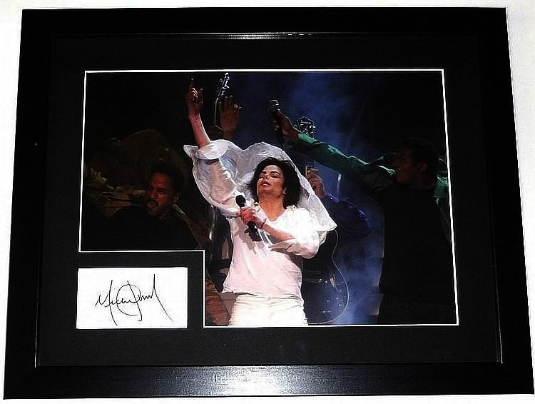 MICHAEL JACKSON SIGNED INDEX CARD WITH 16X12 PHOTO.