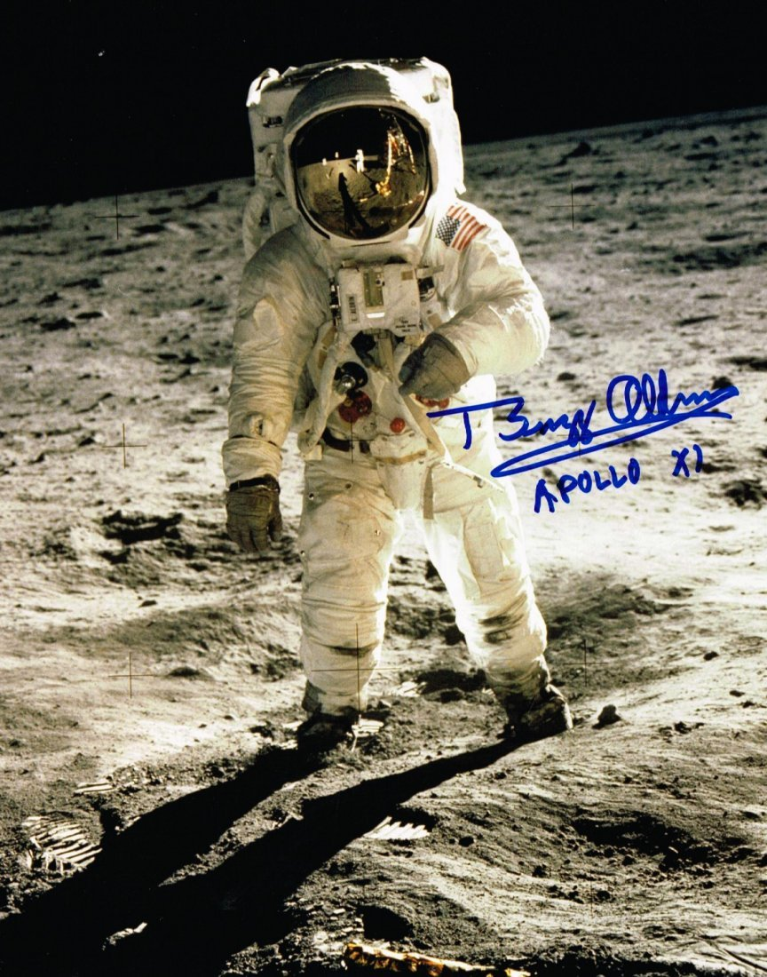 BUZZ ALDRIN SIGNED PHOTO.