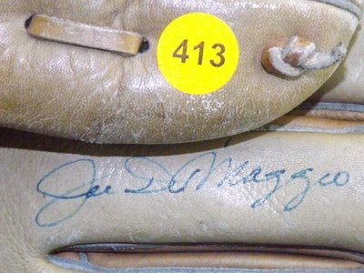 Joe DiMaggio Autographed Baseball Glove. Hollander Joe - 2
