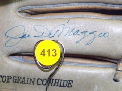 Joe DiMaggio Autographed Baseball Glove. Hollander Joe - 3