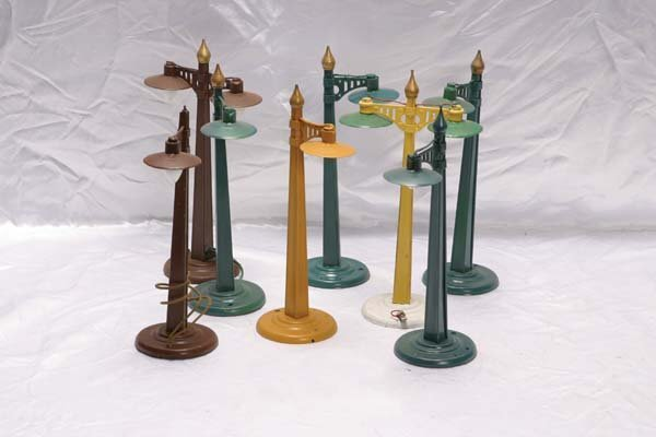0011: American Flyer Accessories (6) 2209 lamp post, (2