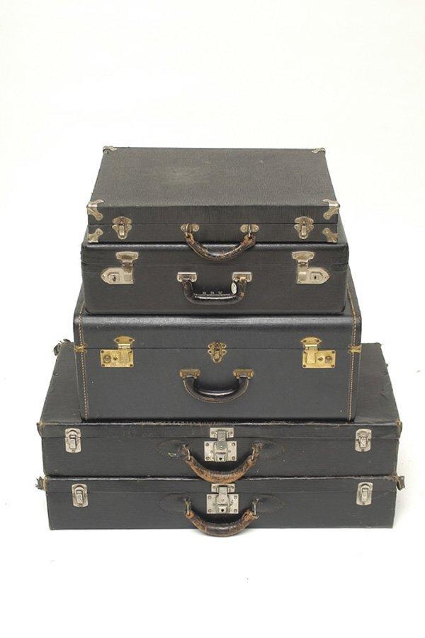 5119: Vintage Suitcaes