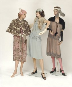 5327: Mannequins In 1900s Dresses