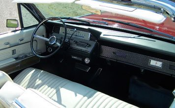 212: 1966 Lincoln Continental Convertible - 4