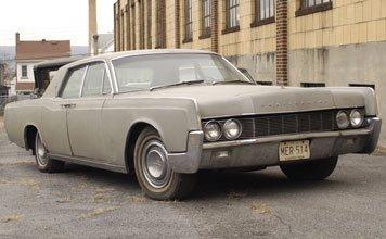 212: 1967 Lincoln Continental Sedan