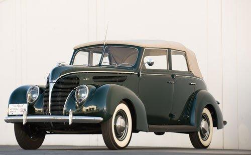 119: 1938 Ford Deluxe Convertible Sedan
