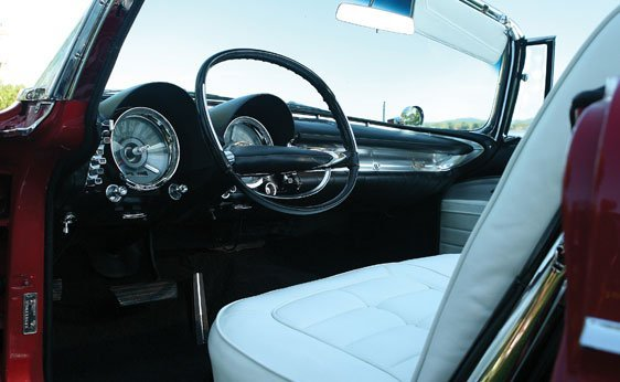 218: 1960 Chrysler Imperial Crown Convertible - 4